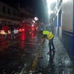 Gobierno municipal sigue lavando de calle en 21 de marzo cerca del mercado Benito Juárez